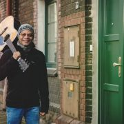 Sigma_Guitars_Fernando_Saunders_02