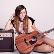 Sigma_Guitars_Veronika_Vrublova_03