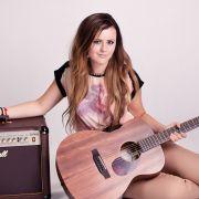 Sigma_Guitars_Veronika_Vrublova_04
