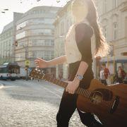Sigma_Guitars_Anna_Lukov_01