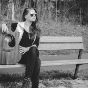 Sigma_Guitars_Anna_Lukov_02