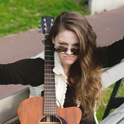 Sigma_Guitars_Anna_Lukov_03