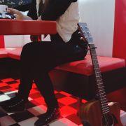 Sigma_Guitars_Anna_Lukov_04