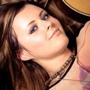 Sigma_Guitars_Veronika_Vrublova_05